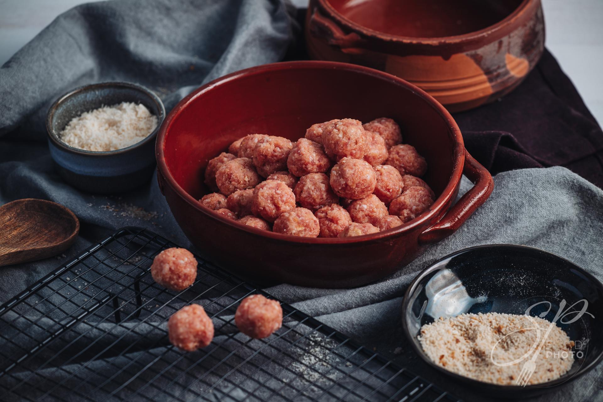 Raw home made italian traditional meatballs